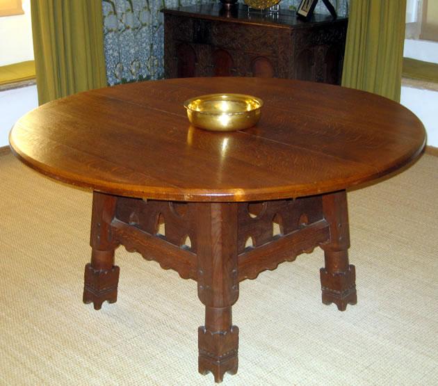 Kelmscott Table